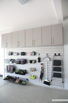 Garage Wall Organizer, Garage Wall Shelving, Garage Organization Tips, Diy Garage Storage, Garage Walls, Garage Flooring, Organizing, Garage Storage Solutions, Garage Cabinets