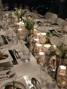 ✔ 26 trendy greenery wedding centerpieces with candles 00015 , Silver Christmas Decorations, Modern Christmas Decor, Christmas Table Settings, Christmas Tablescapes, Holiday Tables, Holiday Decor, Wedding Table Centerpieces, Centerpiece Decorations, Decoration Table