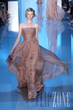 Elie Saab - Alta Costura - Otoño-Invierno 2011-2012 - http://es.flip-zone.com/fashion/couture-1/fashion-houses/elie-saab-2282