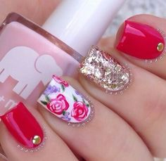 Roses are red, accent nails are gold. Great Nails, Simple Nails, Cute Nails, Amazing Nails, Nail Art Designs 2016, Simple Nail Art Designs, Red And Gold Nails, Red Gold, Manicure E Pedicure