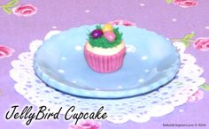 Easter just wouldn't be the same without jellybeans and Dolly has decorated her cupcakes to look like little bird's nests with jellybean eggs inside! A truly special treat for every girl and her doll!