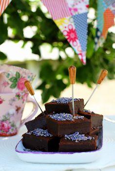 Dark chocolate lavender brownies www.healthybyjennie.blogg.se