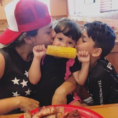 BBQs better together. This corn on the cob cuteness confirms it. : @meternideias