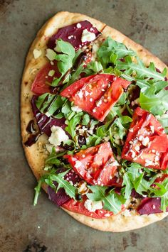 7 Must-Try Flatbread Pizza Toppings that we love to eat. They're quick, easy, and guaranteed to rock pizza night! Skip delivery, nix the frozen pizza, and whip up this tasty homemade pizza in no time! Pizza Recipes, Vegetarian Recipes, Cooking Recipes, Healthy Recipes, Vegetarian Pizza, Pizza Flavors, Healthy Pizza, Cooking Time, Healthy Meals