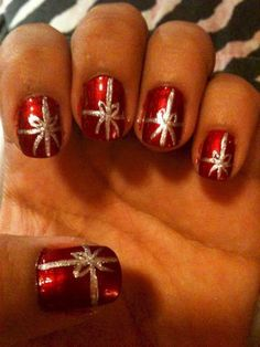 33 Easy Christmas Nail Art Design Ideas - Christmas Nail Designs - Best Nail World Latest Nail Art, New Nail Art, Nail Art Diy, Easy Nail Art, Cool Nail Art, Simple Nail Art Designs, Best Nail Art Designs, Toe Nail Designs, Beautiful Nail Designs