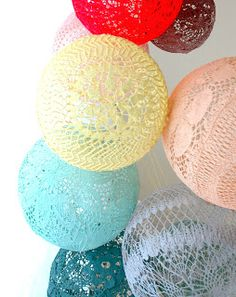 maillo : crochet balloons...I don't know what I'd do with these, but I know I would love them