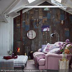 So richtig schön urig, aber elegant wurde dieses Wohnzimmer eingerichtet, stilgetreu nach dem Shabby Chic. Die rustikale Holzwand steht im attraktiven Kontrast…