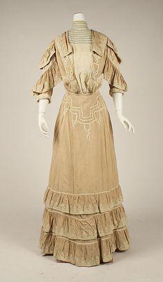 Walking dress  Date: 1904–5   Culture: American   Medium: linen