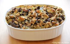 Ok, now that Thanksgiving is done, now what do you do with all of those turkey dinner leftovers?! Throw 'em all together and make aTurkey Pot Pie! Don't be intimidated by the lengthiness of this recipe, it is super easy.  Especially if you already have stuffing made. Yum yum. Turkey Pot Pie Stuffing Topping …