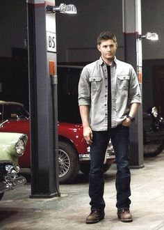 "Dean Winchester ||| Spn 9x04 ""Slumber Party"" and those beauty of cars in the background surrounding a gorgeous man"