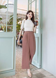 Source by Outfits korean Korean Girl Fashion, Korean Fashion Trends, Korean Street Fashion, Ulzzang Fashion, Asian Fashion, Look Fashion, Fashion Tape, Female Fashion, Fashion Photo