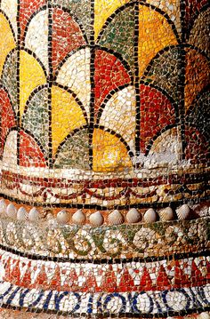Deep rich colours and mosaic used on pillars and in decoration is common of the Ancient Rome period Ancient Rome, Ancient Art, Ancient History, Art History, Mosaic Art, Mosaic Glass, Pompeii And Herculaneum, Pompeii Italy, Roman Art