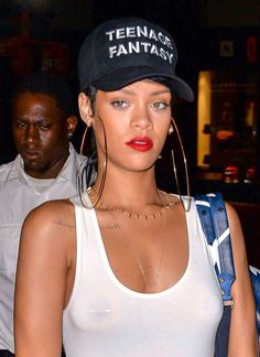 Four stars who helped turn a nipple piercing into the year's top beauty statement. Rihanna, Celebrity Jewelry, Celebrity Style, Diamond Clicker, Unique Body Piercings, Female Piercings, Septum Piercings, Big Earrings, Statement Earrings