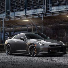 Unbelievable Nissan GT-R Adv.1