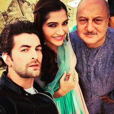 Prem Ratan Dhan Payo Anupam Kher and Sonam Kapoor with Neel Nitin Mukesh on Set - IndiaShor.com