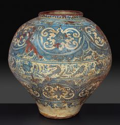 Mexican earthenware jar decorated with geometric patterns, plants and birds. - Art and Antiques - Asian art, Islamic art, Arms and armor, Colonial art - Marcos & Marcos Lisbon