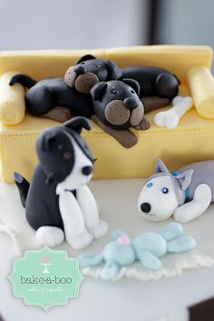 Dogs closed-up by Bake-a-boo Cakes NZ, via Fondant Cupcake Toppers, Fondant Cakes, Cupcake Cakes, Rose Cupcake, Pretty Cakes, Cute Cakes, Bake A Boo, Biscuit, Fondant Animals