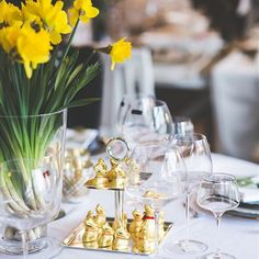 How to decorate for Easter?  With Lindt GOLD BUNNY of course!  Photo by @interiors_design_blog on Instagram Easter Projects, Easter Crafts, Easter Ideas, Lindt Gold Bunny, Lindt Chocolate, Egg And I, Easter Traditions, Easter Celebration, Hoppy Easter