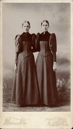 ▫Duets▫ sisters, twins & groups of two in art and photos - late Victorian girls