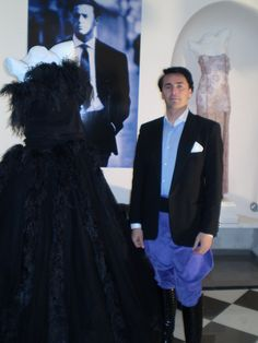 2010 DANNY WISE Designer , with His  Amazing Dress Haute Couture, In black Ostrige Feders . Megastore Danny Wise Caltanissetta .