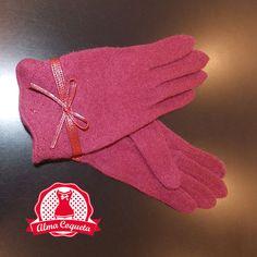Nunca pasarás frío con este bonito guante de lana en color rubí con adorno de lazo de piel al tono #guantes #fashion #retro  #granate #lazo #almacoqueta #leonesp #invierno #piel