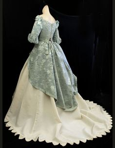 Victorian clothing at Vintage Textile: Civil War ball gown. I just love the look :) Victorian Gown, Victorian Fashion, Vintage Fashion, Victorian Gothic, Steampunk Fashion, Victorian Ladies, Gothic Steampunk, Gothic Lolita, Gothic Fashion