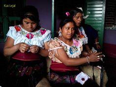 Artesanas de Huixtán.