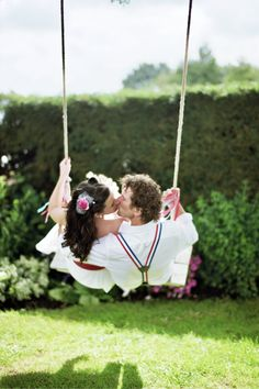 Would be a cute 'save the date' .. hang the date across the top of the swing.