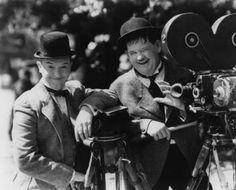 Quizás la pareja mejor avenida de la historia. Ninguno destacaba por encima del otro y compartían sus circunstancias con resignación ejemplar. Un gran recuerdo para Stan Laurel (Stanley) y Oliver Hardy (Oli) y gracias por sus decenas de cortos cómicos rodados en los lejanos años 20.