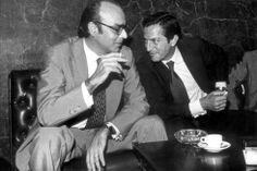 Fernando Abril Martorell, exvicepresidente económico, y el presidente del Gobierno, Adolfo Suárez, conversan animadamente en la cafetería del Congreso el 9 de septiembre de 1980, tras la remodelación del Gobierno.