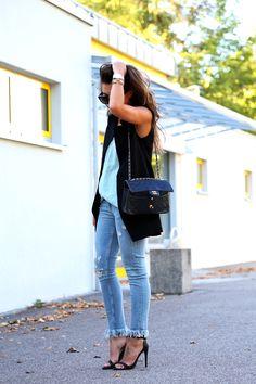 Outfit fringe jeans summer look chanel bag