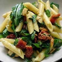 - Pasta salad with arugula and dried tomatoes Diner Recipes, Salad Recipes, Healthy Cooking, Cooking Recipes, Vegetarian Recipes, Healthy Recipes, My Best Recipe, Greens Recipe, Cold Meals