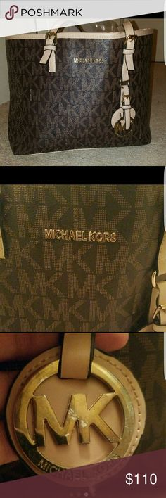 Michael Kors Large Tote I got this for my birthday and used it for a few months. Got a new one so I'm letting this go.  All imperfections are shown in photos Michael Kors Bags