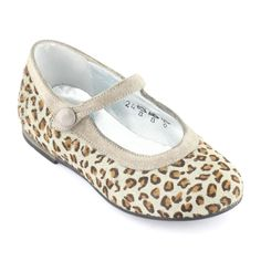 Leopard-printed upper made of modacrylic cloth. Silver leather insoles and lining. Strengthening patches at the back of the shoe. Ankle strap with a button on the side. Elastomere outsoles. - 53,40 €