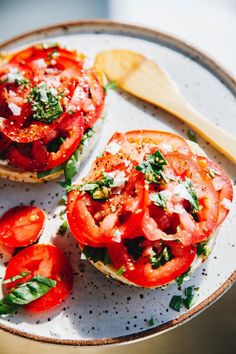 Easy + delicious plant-based recipes that make ya feel good. Basil Recipes, Raw Food Recipes, Vegetarian Recipes, Healthy Recipes, Vegan Basil Recipe, Drink Recipes, Breakfast Bagel, Perfect Breakfast, Breakfast Ideas