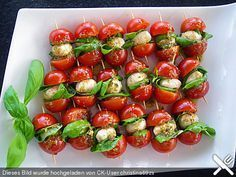 Brochetas de tomate y mozzarella - Fingerfood Rezepte - Recetas Party Finger Foods, Snacks Für Party, Cold Finger Foods, Tomato Mozzarella Skewers, Mozzarella Sticks, Healthy Snacks, Healthy Recipes, Snacks Recipes, Dessert Recipes