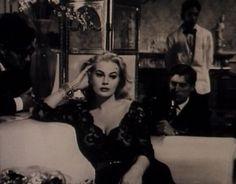 A Doce Vida - filme 1960 - O que a  senhorita usa para dormir, pijama ou camisola? - Duas gotas de perfume e nada mais.