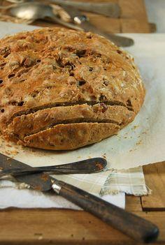 Cette fois-ci, j'ai réalisé un grand classique, une recette de pain aux noix et j'ai varié de la farine classique avec une farine multi-céréales...