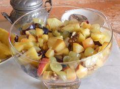 Una fresca macedonia di frutta profumata al rosmarino