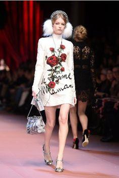 Дочки-матери: Dolce & Gabbana представили семейную коллекцию на Неделе моды в Милане  #мода #стиль #показ #DolceGabbana #Неделямоды
