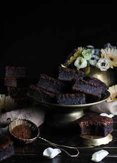 CHOCOLATE MOCHI BROWNIES – Insanely decadent & chewy, squidgy gluten free brownies that are so ridiculously good that you really can not stop at one! Cocoa Brownies, Blondie Brownies, Asian Desserts, Chinese Desserts, Butter Mochi, Delicious Desserts, Dessert Recipes, Gluten Free Brownies, How Sweet Eats