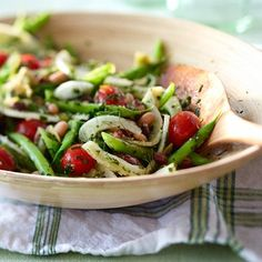 Légumineuses, tomates et haricots verts donnent de la couleur à cette salade santé !