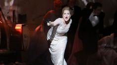 """Diana Damrau in der Titelpartie von """"Lucia di Lammermoor"""" in München (Wilfried Hösl / Bayerische Staatsoper)"""