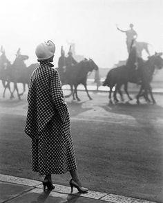 """Another winner milady?"" #oldphoto#phitography#bw#bkackandwhitephotography#picoftheday#beautiful#artdeco#deco#races#horse#fashion#vintagefashion#milady#smile#decadent#beautiful#light#shadow#friday#1920s#1930s"