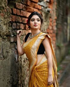 Exclusive stunning photos of beautiful Indian models and actresses in saree. Beautiful Girl Indian, Most Beautiful Indian Actress, Beautiful Saree, Beautiful Women, Beautiful Bollywood Actress, Beautiful Actresses, Picsart, Saree Poses, Saree Photoshoot