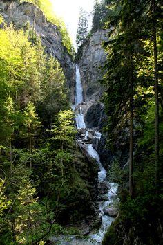 Wandelen naar Martuljek watervallen combineert alle aspecten van een wandeling in de Julische Alpen. Lees meer hier: http://mijnslovenie.com/martuljek-watervallen-wandelroute/ @MijnSlovenie / foto bron Han Vroon