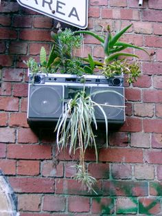 Use some of the things that you're about to throw away to create imaginative recycled planters for your garden. It'll add a unique touch to your garden. Recycled Planters, Diy Planters, Planter Ideas, Garden Planters, Recycled Garden, Organic Gardening, Gardening Tips, Urban Gardening, Gardening Websites
