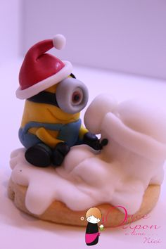 Biscotto Minion neve Natale Minion snow christmas xmas cookie cake design              From Facebook:https://www.facebook.com/www.NiciSugarLab.it