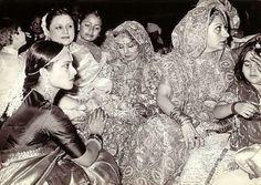 Blast from the past: Neetu Singh's wedding pic - also spotted Rekha, Babita & Karisma Kapoor Vintage Bollywood, Bollywood Girls, Bollywood Actors, Bollywood Celebrities, Celebrity Couples, Celebrity Weddings, Celebrity Photos, Akshay Kumar Style, Neetu Singh