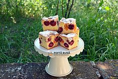 Prajitura pufoasa cu visine sau cirese Romanian Desserts, Romanian Food, No Cook Desserts, Banana Pudding, Food Cakes, Waffles, Cake Recipes, Sweets, Meals